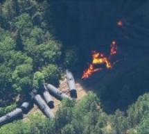 В штате Орегон поезд, перевозивший нефть, сошел с рельсов